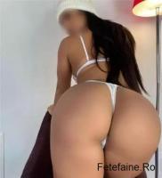 Sexy bruneta